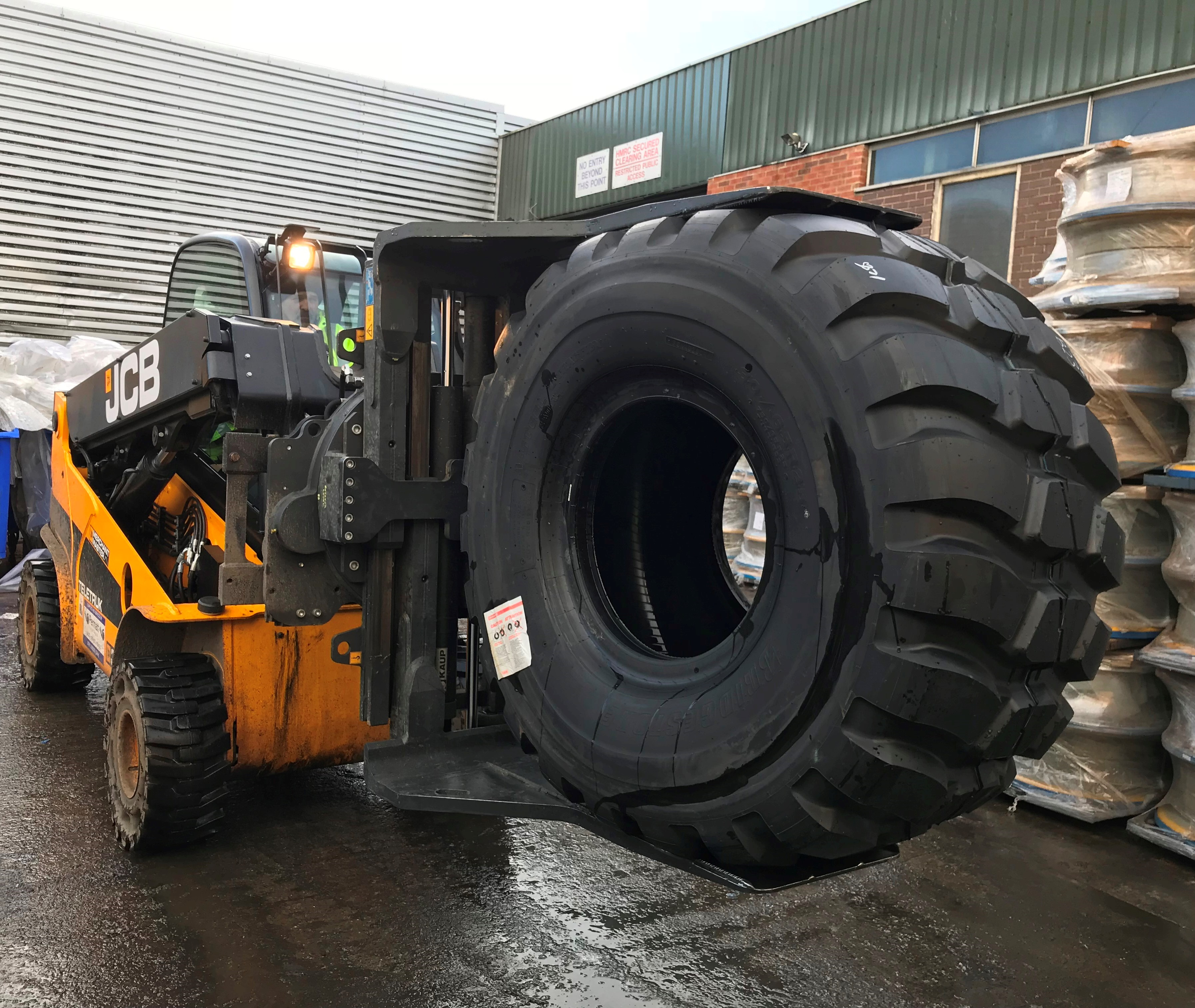 B&B Attachments Provide Handling Solutions to Distribution and Warehousing Company